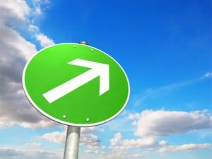 Grünes Schild, Pfeil nach oben